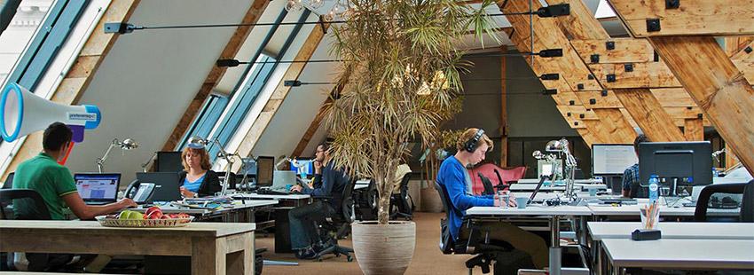 Werkplekken op een perfecte locatie Boven de Balie midden in Amsterdam Centrum