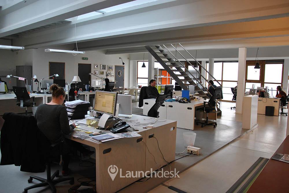 Werkplekken bij grasweg amsterdam noord launchdesk - Decoreren van een professioneel kantoor ...