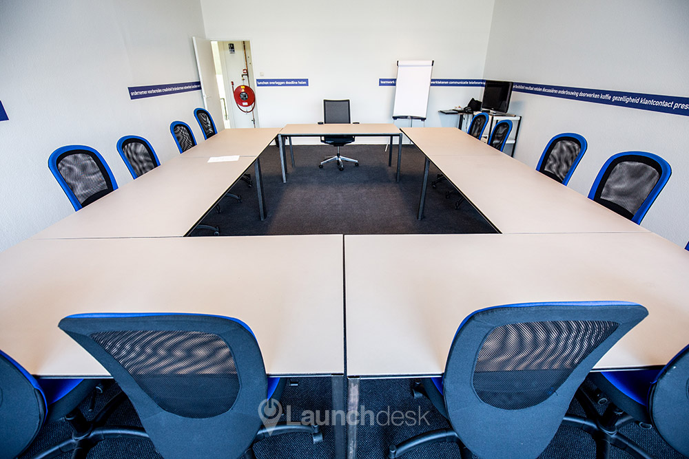 The meeting room suitable for 20 people with beamer