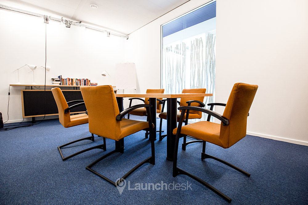 Beautiful conference room for 5 people