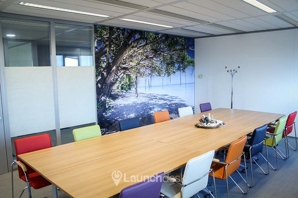 Meetings on an hourly basis in a large or small meeting room