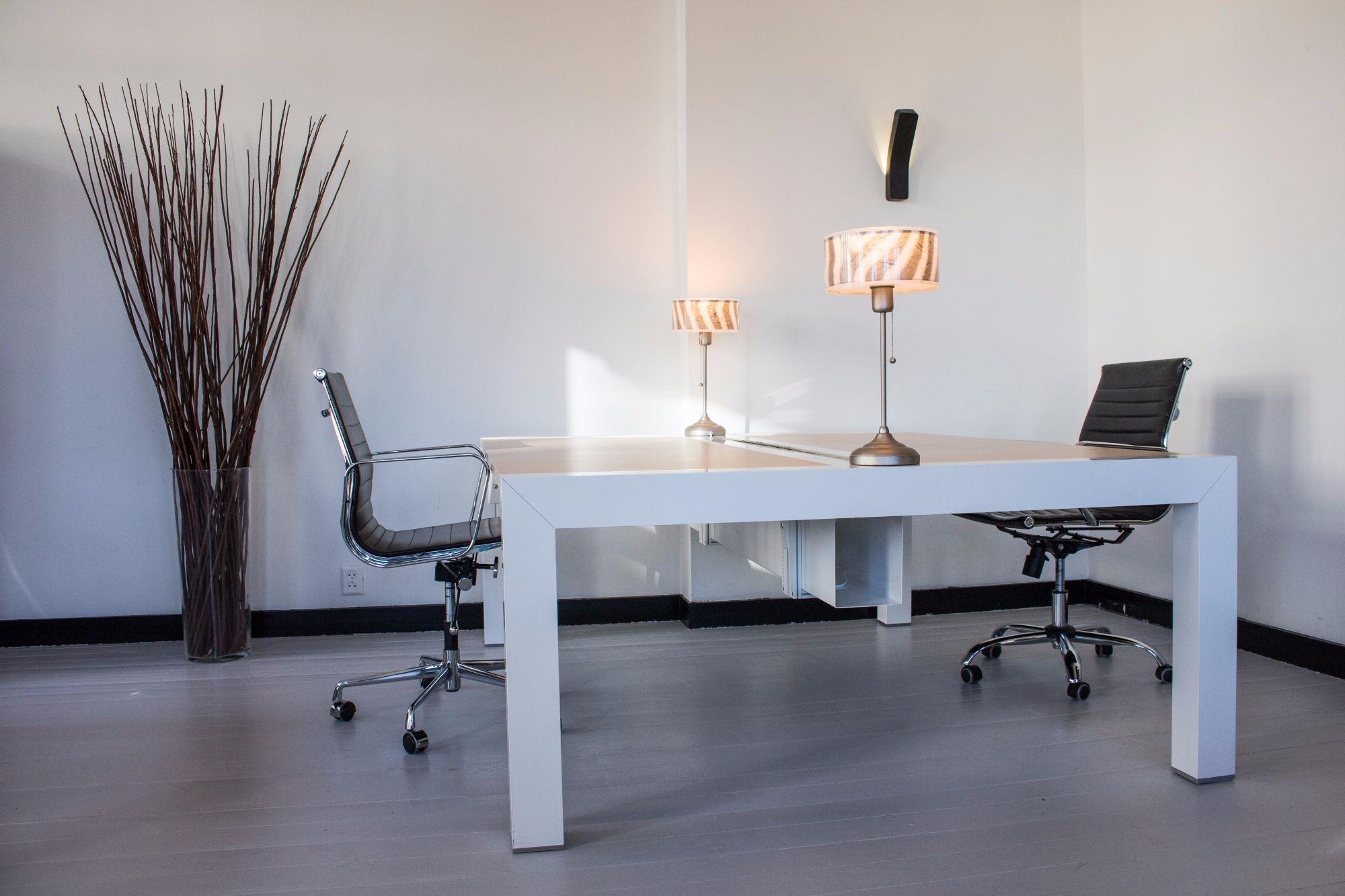 Op zoek naar kantoormeubelen brand new office