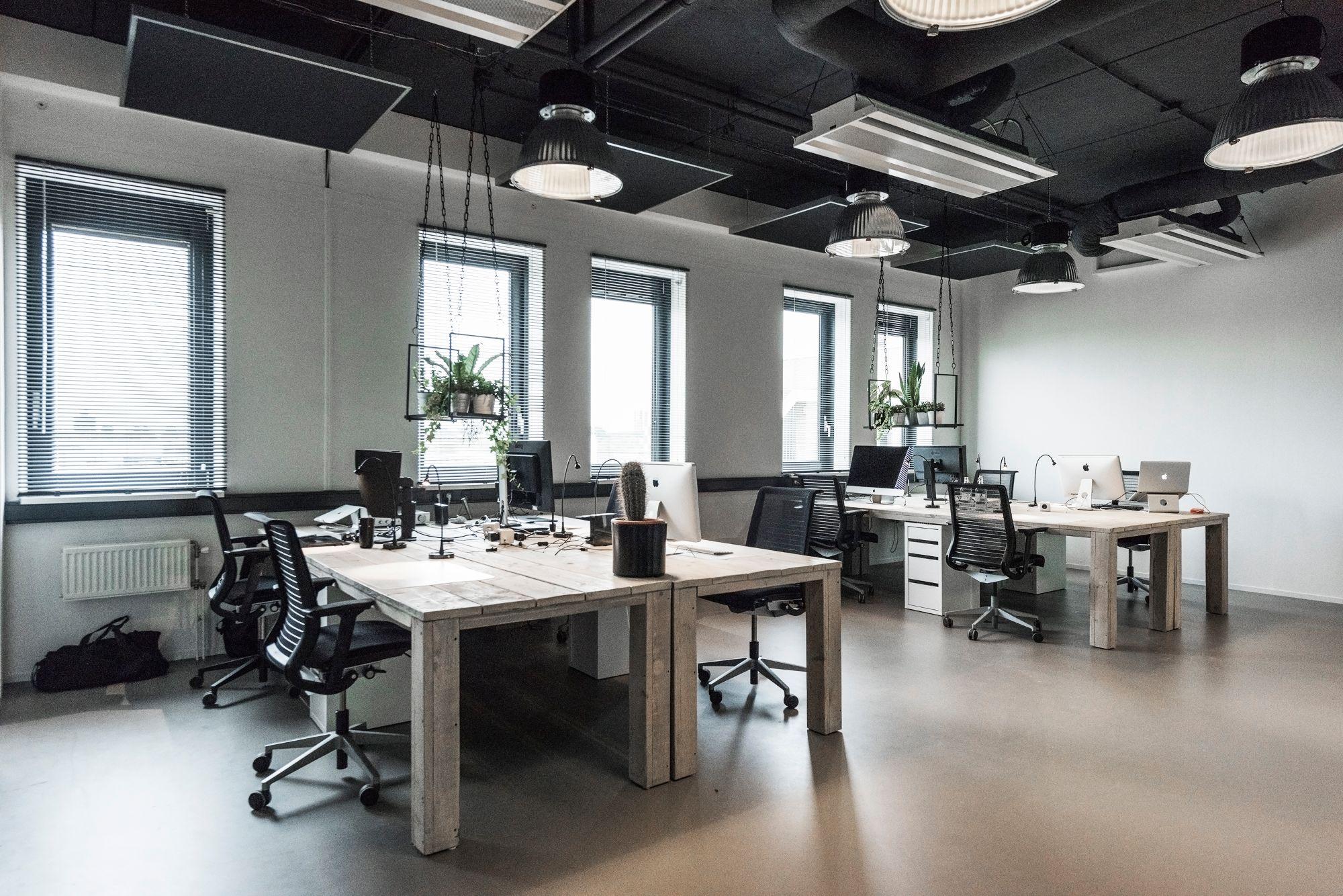Kantoor Huren Amsterdam : Werkplekken bij zekeringstraat contact amsterdam westpoort